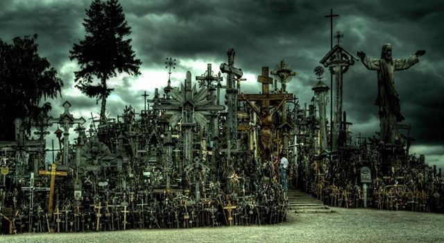 creepy places-crosses